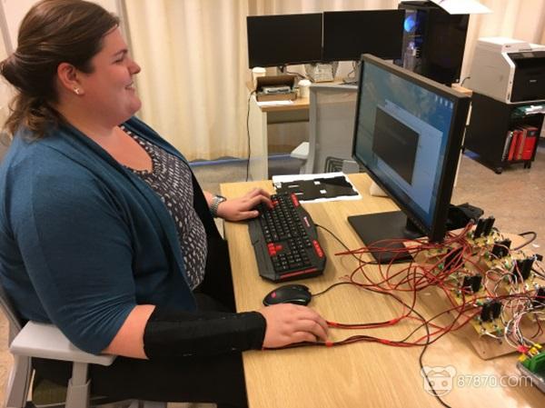 南加州大学研究团队开发了一种VR专用的触感臂带 没有触感手柄也有触觉