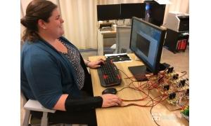 南加州大学研究团队开发了一种VR专用的触感臂带