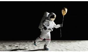 """阴谋论家宣称美国登月是个骗局,并拥有""""无可"""