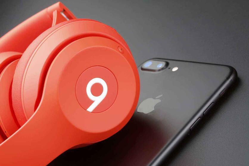 苹果头戴式耳机亮相售价549美元 冲击商务细分市
