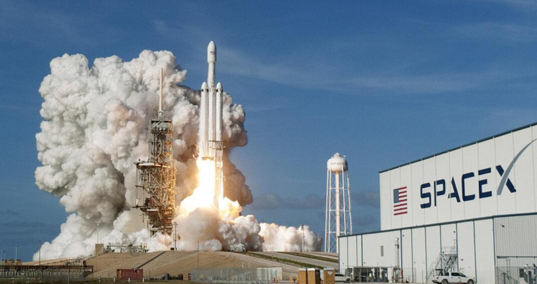 SpaceX购买两个石油钻井平台 为星际