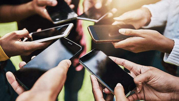 All in 5G 之下,全球 4G 手机出货占比仍然近半